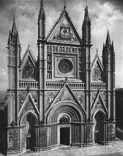Front facade; project to build began in 1290, took 300 years to complete.  A mish-mash of style that somehow seems to work.